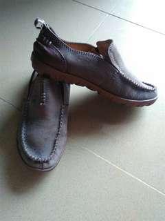 Sepatu monza