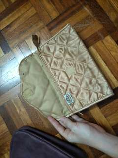 Naraya pouch