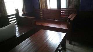 Kursi jati, dijual karena sudah ada kursi baru