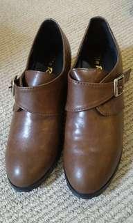 🚚 咖啡色高跟短靴