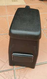 Wira SE armrest console