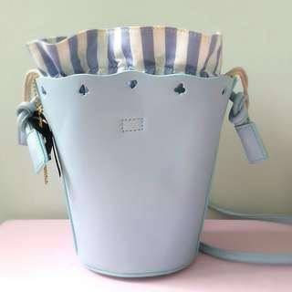 《代朋友post》*預購* 實拍迪士尼愛麗絲斯文淺藍色兩用水桶索袋(手提/側揹)Disney light blue two way bucket bag