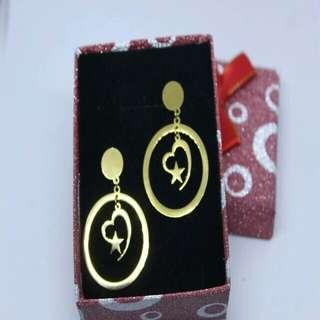 Gold plated earrings / dangling