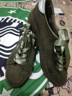 Sneakers army new
