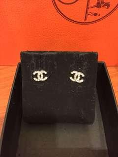 🚚 Chanel 經典款銀色水鑽耳環