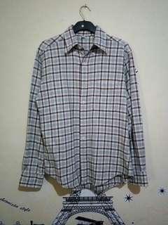 Uniqlo Flannel Original. Bahan Tebal. Kondisi 95% Up.