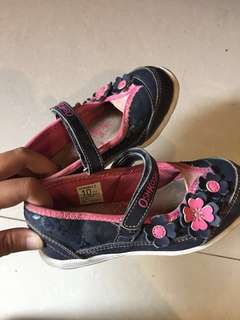 Sepatu anak oskosh