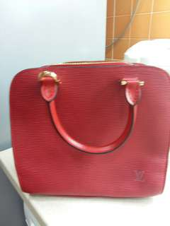 In good condition, 90 percent...no dustbag no receipt...authentic lv red epi pont Neuf  handbag.