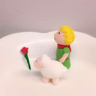 Customized the little prince fondant cake or cupcake topper