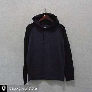 UNIQLO Hoodie Size L fit M