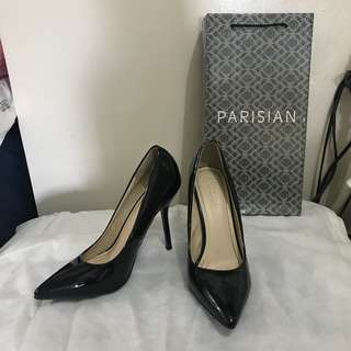 Parisian pumps
