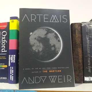 Artemis by. Andy Weir [FREE ONGKIR JABODETABEK]