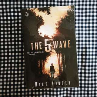 The 5th Wave (by Rick Yancey)