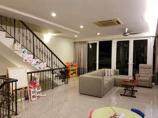 FH Walk-Up Apartment in Frankel Estate