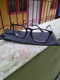 kacamata minus 2,5