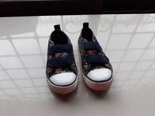 Authebtic Tommy Hilfiger shoes sz 26