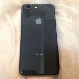 iPhone 8plus 64gb black wanreanty to 2018.12.2