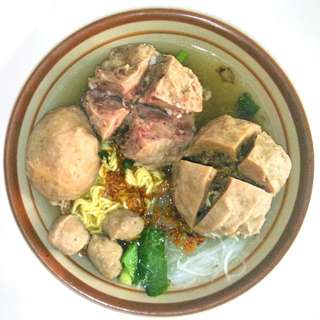 Bakso komplit (urat + daging + telor)