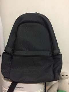 🚚 愛迪達防水筆電後背包