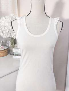 Zara cute ruffle shirt • off white tshirt • razerback sleeveless with ruffles