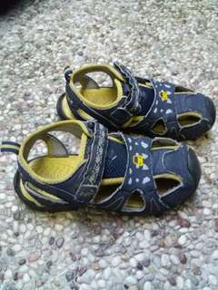 Sepatu sandal boy