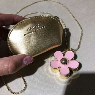 MARC JACOBS DAISY FERFUME NECKLACE (limited edition)