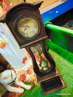 Jam meja antik anggaran 50/ 60 tahun keatas