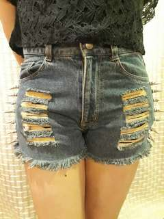 Highwaist Tattered Shorts with Studs