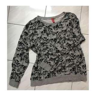 H&M skull sweater
