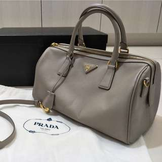 100% PRADA Saffiano Leather Speedy Tote Bag in Ash Beige comes with Messenger Body Strap And Sleeper bag
