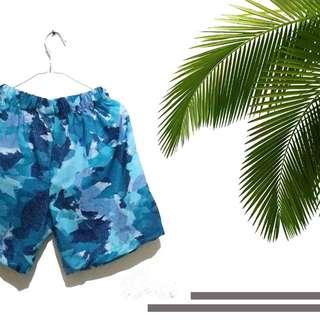 Celana pendek pantai renang