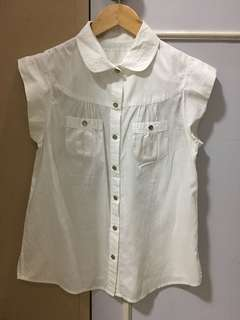 Kamiseta white top with green button details