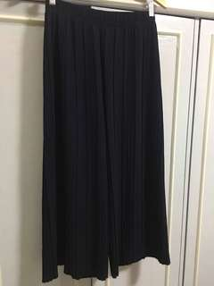 Pleated palazzo pants in navy blue