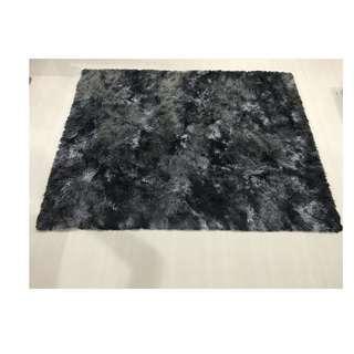 🚚 Grey shaggy carpet