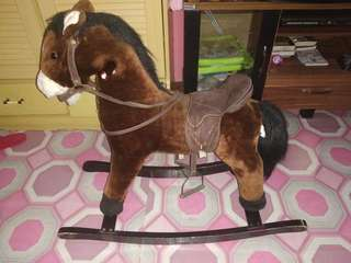 ayunan kuda bunyi suara kuda