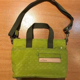 Satana斜背包 手提包二用,檸檬香茅色,只賣1300元,原價2000元