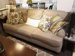 Sofa Hariston Ini Bisa Kalian Bawa Pulang Dengan Hanya Bayar 200 Ribu