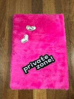 Fluffy folder - pink