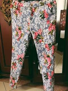 Floral pants (skinny jeans)