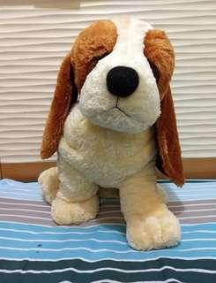 Boneka anjing besar dari istana boneka