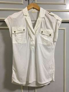 HerBench white top with 2 front pockets
