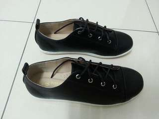 Ladies Sneakers Size 24cm