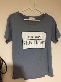 🚚 正韓淺藍色英文字母t shirt