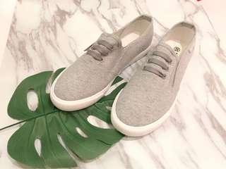🚚 灰色休閒平底鞋