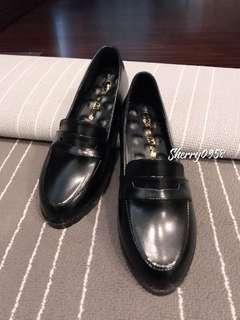 🚚 皮革漆皮黑平底娃娃鞋