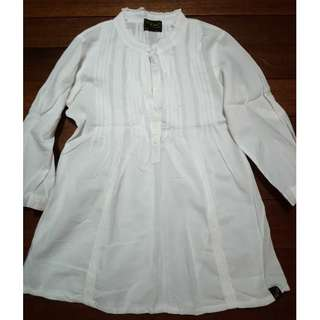 plain white long sleeves blouse