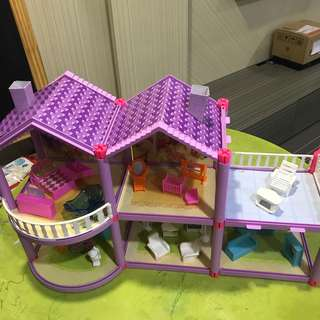 Dollhouse with Furnitures