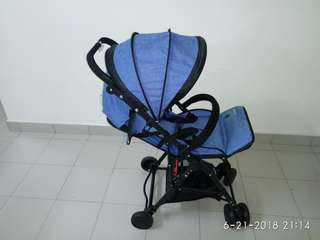 Lightweight (4.1kg) Louis Le Petit Baby Stroller