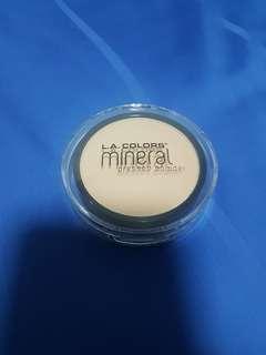 BN LA Colors Mineral Pressed Powder in CMP303 creamy natural