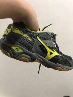 Mizuno volleyball shoes  size is included in the photos